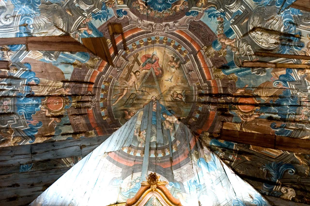 Pormenor de pintura na cobertura da nave lateral do Mosteiro de Santa Maria de Pombeiro