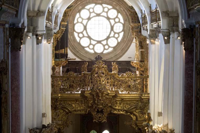 Perspetiva do coro-alto da igreja do Mosteiro de Santa Maria de Pombeiro