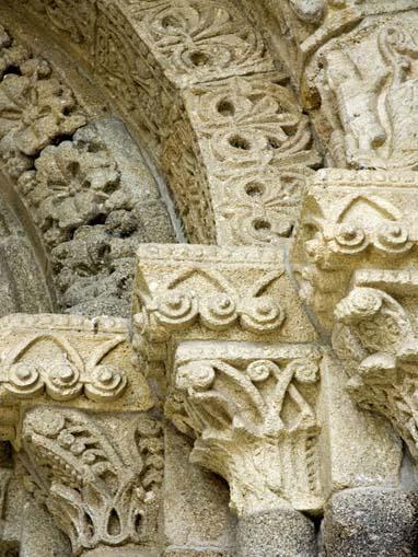 Pormenor do portal principal do Mosteiro de Pombeiro