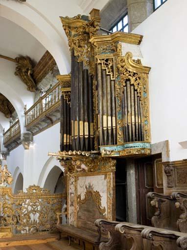 """Pormenor do coro-alto com órgão de tubos """"fingido"""""""