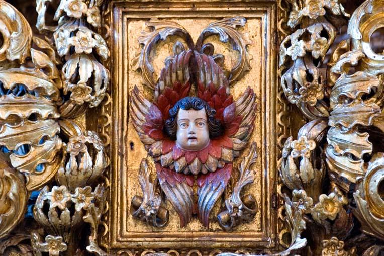 Porta do Sacrário no retábulo-mor da Igreja de São Vicente de Sousa