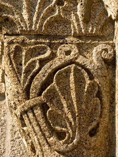 Pormenor de capitel da Igreja de São Vicente de Sousa