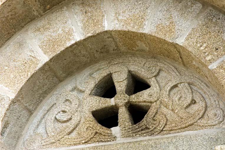 Tímpano do portal principal da Igreja do Salvador de Unhão