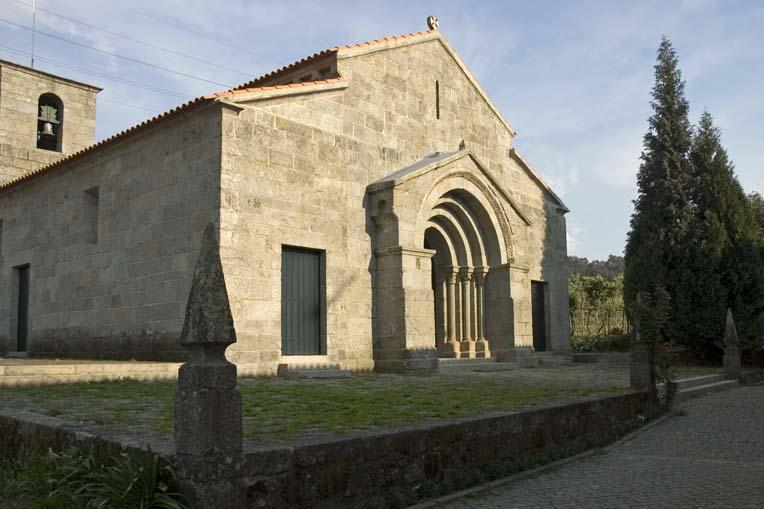 Perspetiva da Igreja de Santa Maria de Airães