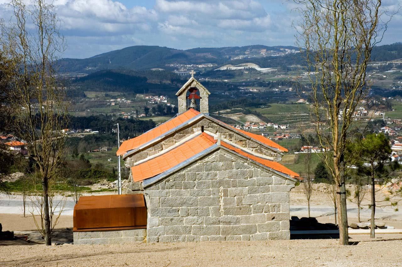 Perspetiva da envolvente da Igreja de São Mamede de Vila Verde